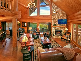 MOUNTAINTOP PARADISE-4/3-One-of-a-Kind Luxury Cabin, with Breathtaking Views!!