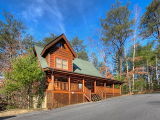 ENCHANTED FOREST-Luxurious/ Private Log Cabin- 2/2, Sevierville