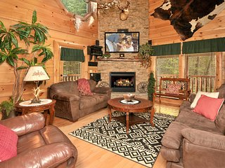 Luxurious 2/2 with Indoor/Outdoor Resort Pool, Sevierville