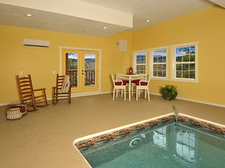 """""""KINGS MOUNTAIN LODGE"""" is fit for a king! 4/4.5 INDOOR POOL, GAME ROOM, THEATER!"""