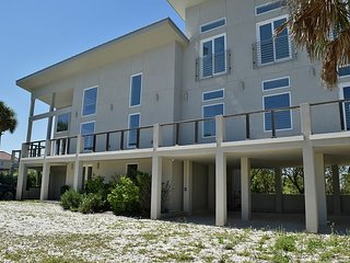 625AC; Modern GulfView Home! 3BR, 2.5BA w/3rd Floor Loft 360 View - Hottube
