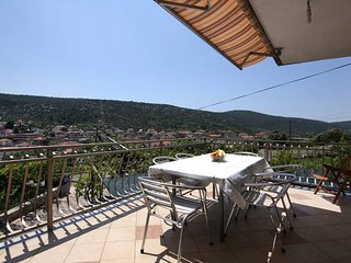 Family Apt for 9 close to the Sea in Marina- Trogir Area