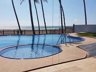 Ingels Beach Villa - Absolutely Beachfront