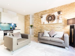 COZY ONE BEDROOM APARTMENT IN FARRINGDON