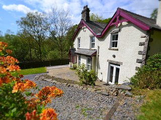 LUXURY Lakeland Cottage with Private Gardens