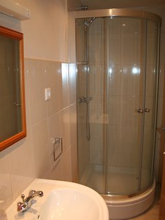 Double bedroom shower room