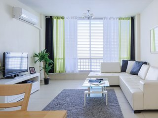 2BR -up to-7! Next 2 Hilton beach! best locasion, Jaffa