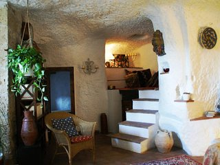 Zacchero House, an amazing tuff home in Pitigilano!