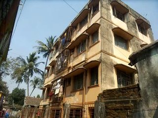 Conveniently located Alipore budget apartment with all amenities for groups