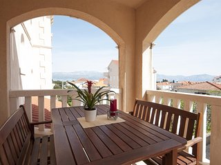 Apartments Mara - 24791-A6, Supetar