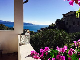 Charmant Villa for 6 people with terrace LAKE VIEW, WIFI, parking place, Gardone Riviera