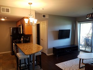 Tempe Condo Near Airport, & Centrally Located to Entire Valley