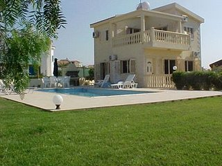A New Luxury Villa with Private Pool Sea Views large gardens Free Internet/wi-fi, Ayia Napa
