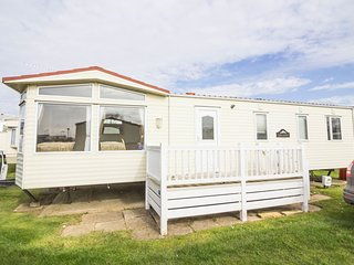 8 Berth Caravan in California Cliffs Holiday Park, Scratby Ref: 50017 Dunlin