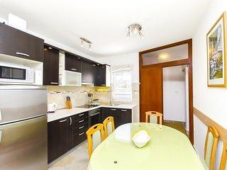 Apartments Jela - 22641-A2, Arbanija