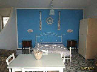 Villa con giardino  vista mare composta da tre appartamenti, Castro