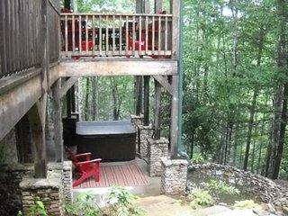 Wildflower Cabin 7 - Log Cabin - Hot Tub - Waterfall Pond