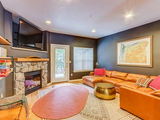 Cozy townhome w/ fireplace, updated amenities, & shared pool/hot tub!