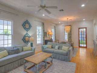 Audrey's Cottage - Pet Friendly Custom Design Home in Rosemary Beach!