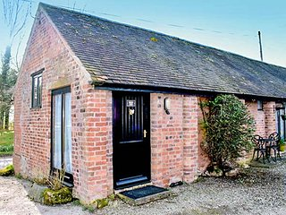 BARN END, Grade II listed, single-storey, dog friendly, ideal for a couple, Acton Burnell