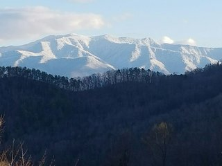 MOUNTAIN SERENITY Enjoy the View, Fire Pit & Hot Tub Mar & Apr ONLY  $150/nt!!, Gatlinburg