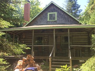Unique Two-Story Log Cottage on Special Lake - no motors