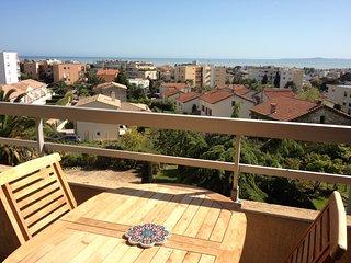 Grand 2P vue mer résidence calme avec piscine, St-Laurent du Var