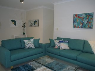 Styish and Welcoming, Air Conditioned - 2/35 Queen St, Bribie Island