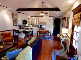 Centrally Located Historic Cottage with Every Modern Amenity, Charleston