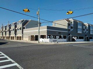 8201 Third Avenue, Unit 11
