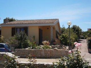 Casa Vacanza indipendente con giardino a 800 mt dal mare spiagge libere, Vignola