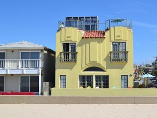 Breathtaking BeachFront w/ Rooftop Deck and Views!, Hermosa Beach