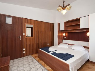 Apartment and Rooms Ivan - 45191-A15, Makarska