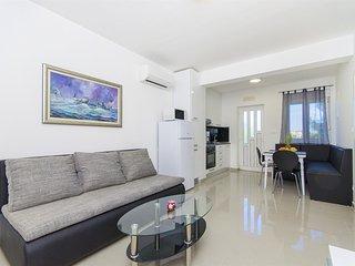 Apartments Maja - 57511-A2, Razanj