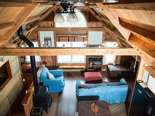 Barnhouse Lodge On 250 Acres, Ski, Tube, Snowshoe