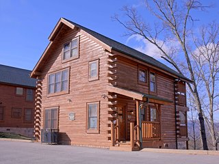 Tennessee Whiskey - 2BR/2BA Sleeps 12, Luxurious Cabin Breathtaking Views