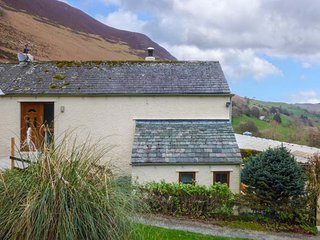 OAKS APARTMENT, KESKADALE FARM, family friendly, country holiday cottage, with a
