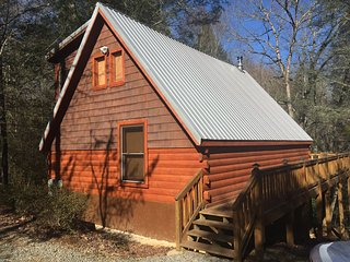 Broken Arrow Lodge- Great Cabin at a Great Price! One of a kind and affordable