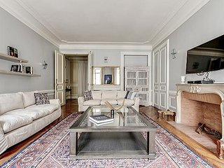 Champs Elysees - FDR 2 bed 2.5 bath
