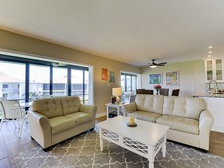 Sunset South 2D: Spectacular 2BR / 2BA Completely Updated Condo on the Gulf!, Isla de Sanibel