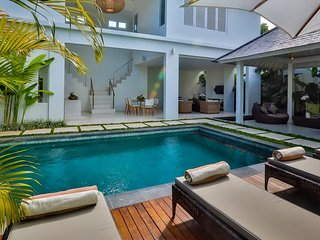 Central Seminyak Villa, 4 bedroom Luxury Tropical Modern with pool and gazebo