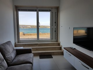 Seafront 2 Bedroom Maisonette, Mellieha