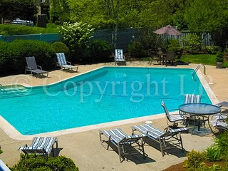 Bayside, Renovated, King Bed, Central A/C with beach, pool & tennis - BP0563