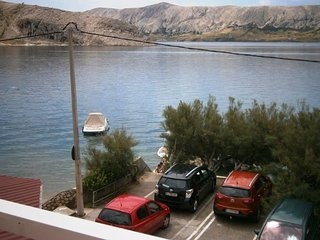Apartments Metajna 4 for 4 persons