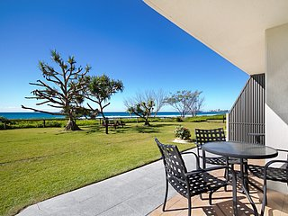 San Simeon 6 - Absolute beachfront apartment, Tugun
