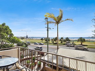 Kirra Vista 9- Beachfront, renovated unit!