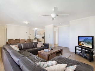 Centre Court 24 Kirra - Kirra Beachfront l