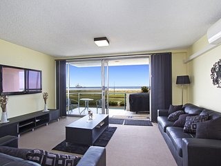 Toorak Court 2 - Beachfront Kirra