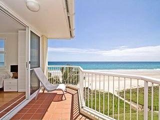 Crystal Beach  - Gold Coast absolute beachfront!, Bilinga