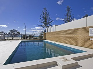 Centre Court 13 Kirra - Beachfront Kirra